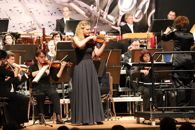 Annika Fuchs, Solo Violinist in the Concert ( Foto by Frank Hameister )
