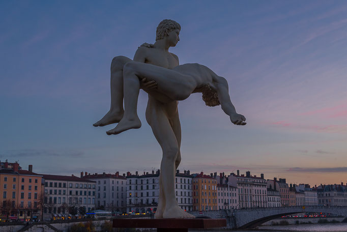 The Weight of Oneself, Lyon Statue