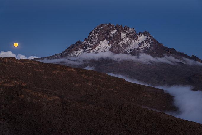 Lunar eclipse and blue moon rising near Mawenzi, Kilimanjaro; Mondaufgang beim Mawenzi