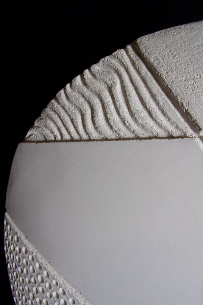 Réf : SC201905 - Faïence blanche - Diamètre 32 cm