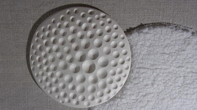 Réf : TT201901 - Terre (faïence) et tissus dans les tons blancs - 80 cm X 80 cm