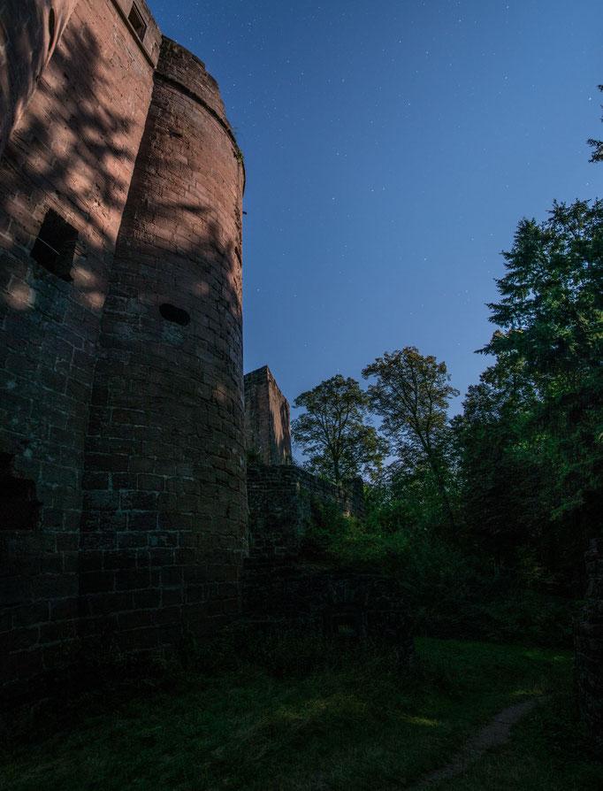 Ruine Neudahn im Mondlicht