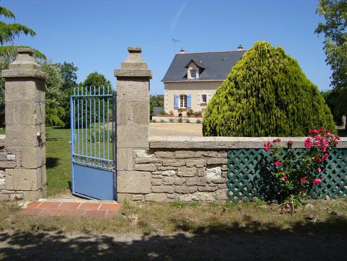 L'entrée de la maison, donnant sur la rue du Zoo (départ à pied de la maison : 500 mètres !)