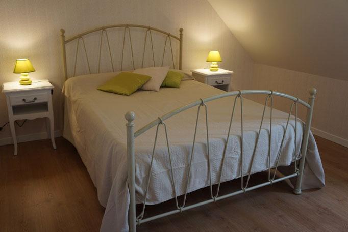 """Chambre """"Flavie"""" avec son lit double"""