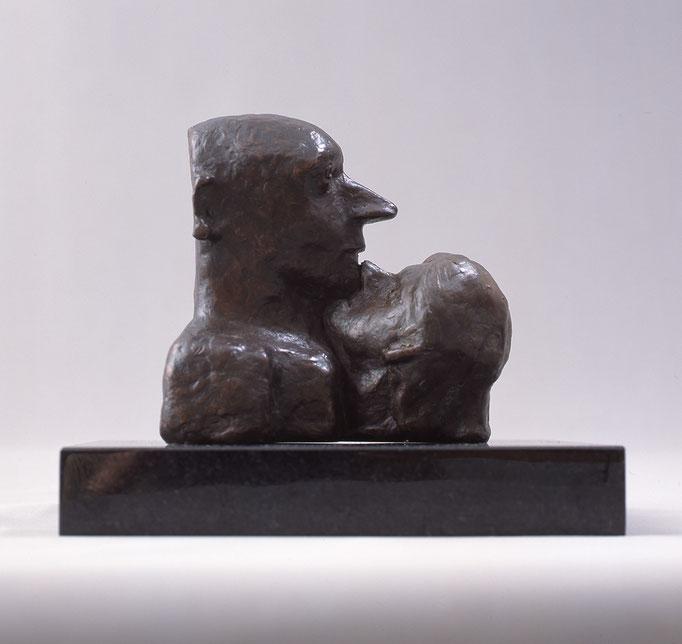 Two Faces / bronze / 12.5×13.5×9.0cm / 2002 「二つの顔」ブロンズ