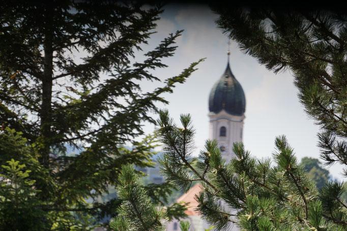 Westbalkon Fewo 3 mit Blick auf Kirchturm Nesselwang