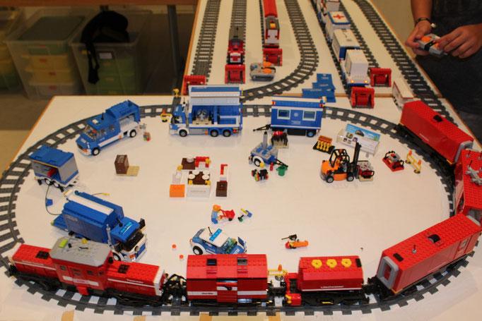 Feuerwehr-Rettungszug am THW-Einsatzort