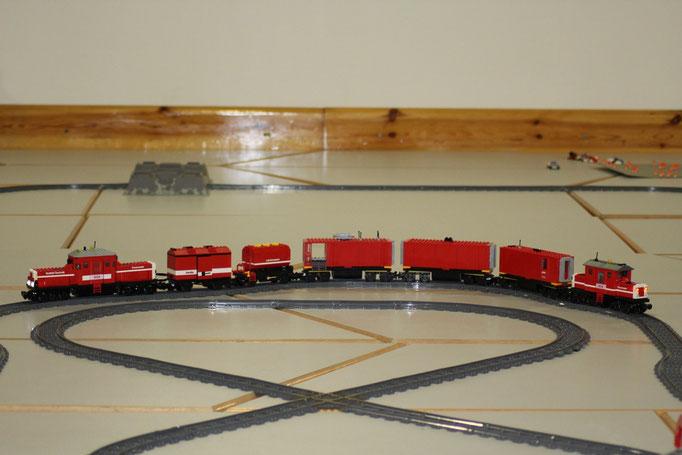 Feuerwehr-Rettungszug mit Lösch-Abschnitt und Personenrettungs-Abschnitt