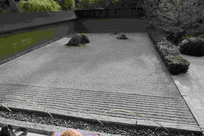 Blick auf den Trockenen Landschaftgarten (Zen-Garten)