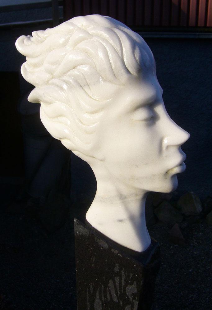 O.T.  ,            Marmor,            H 35  B 5  L40 cm