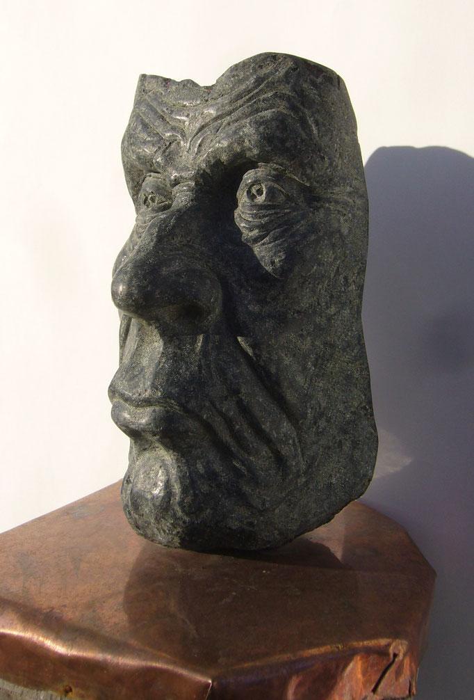 ERNSTER, Diabas, H 32  B 16  L 14 cm