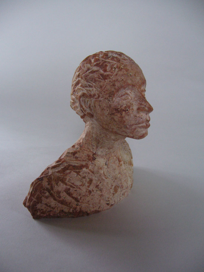 Büste,         Persisch Travertin,      H 17  T 10  B 15 cm