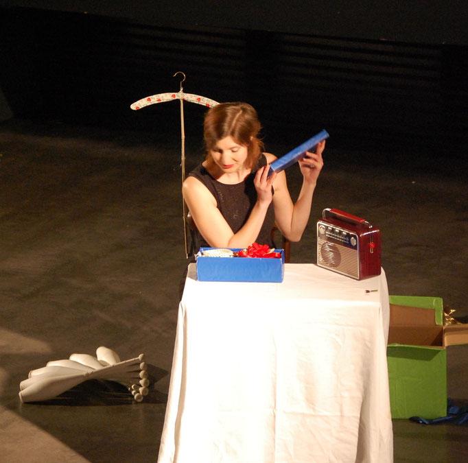 Kunststücke - Anni Küpper ( Zeitgenössische Jonglage )