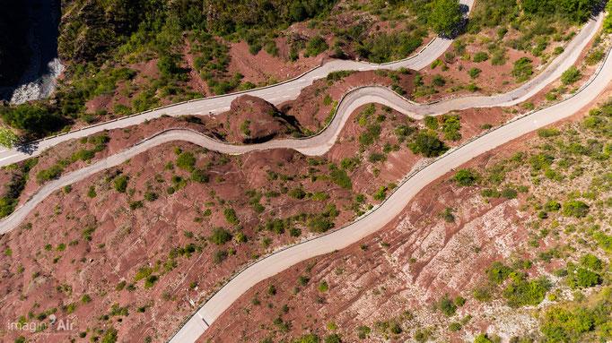 La route de Villeplane dans les Gorges de Daluis (06)   Crédit : Benoit PEREZ