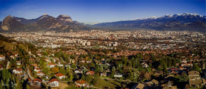 Panoramique de l'agglomération grenobloise en direction du nord (38)   Crédit : Benoit PEREZ