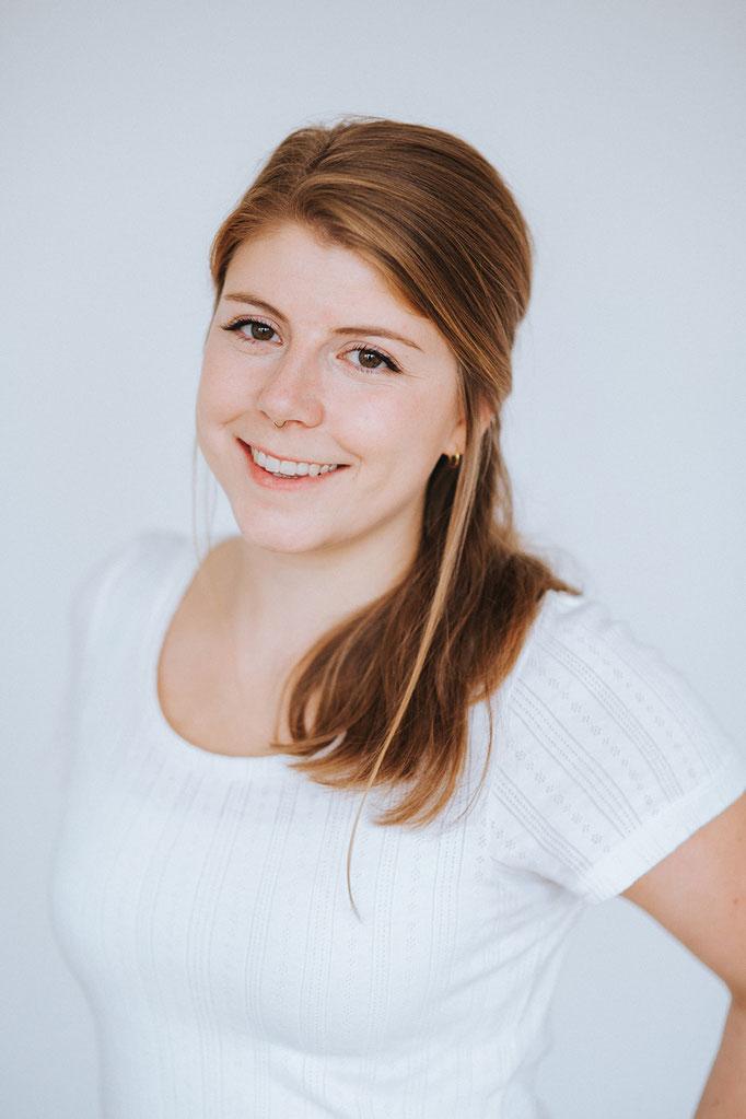 Charlotte Engelhard (Heilpäd. M.A., Kinder- & Jugendlichenpsychotherapeutin in Ausbildung)
