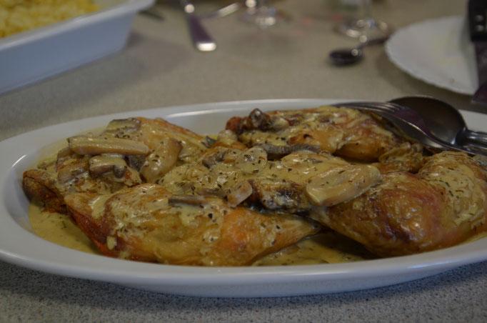 Assiette de sauté de dinde sauce aux champignons, Centre La Margeride, Saugues