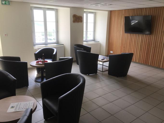 salon, salle détente, wifi gratuit, centre La Margeide Saugues, GR 65