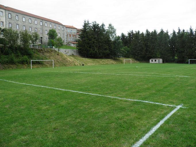 terrain de foot, satge de foot, Saugues, Haute-Loire