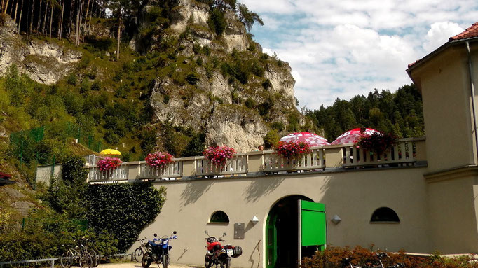 Eingang zum Felsenbad Pottenstein - das Naturbad in der Fränkischen Schweiz
