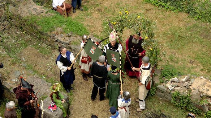 Mittelalterliche Hochzeit in der Burgruine Hohenberneck