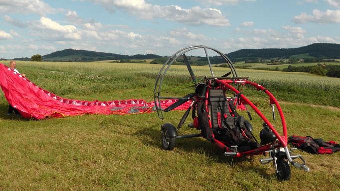 Der X-CITOR wird startklar für dem 1. Rundflug gemacht