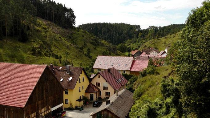 Blick auf Haselbrunn kurz vor Pottenstein in der Fränkischen Schweiz