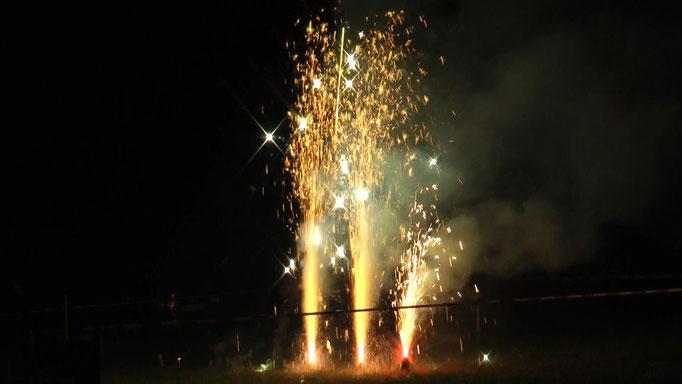 Nach dem Ballonglühen um 23:20 Uhr beginnt das Feuerwerk von Feuerwerke-Fichtelgebirge auf der Festwiese. © Copyright by Olaf Timm