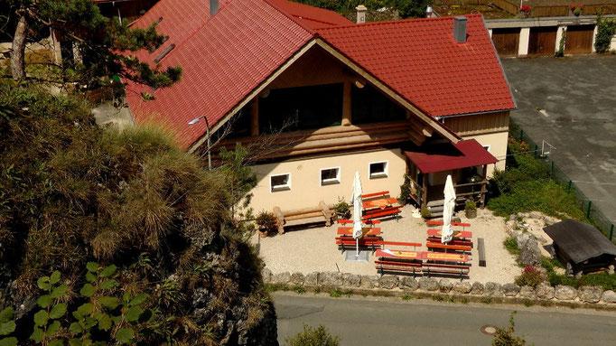 Blick von oben zur Gastwirtschaft Forsterstube