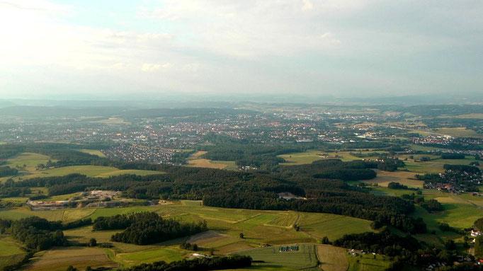 Hier blicken wir nach Bayreuth, leider ist es heute etwas diesig. © Copyright by Olaf Timm