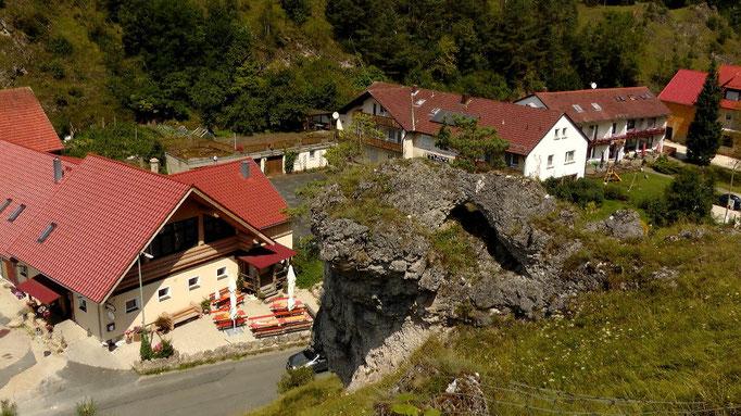 Blick von oben links zur Gastwirtschaft Forsterstube und rechts Cafe Pension Schaffer