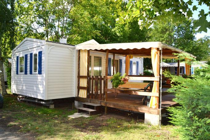 terrasse couverte camping les pres verts à Gastes