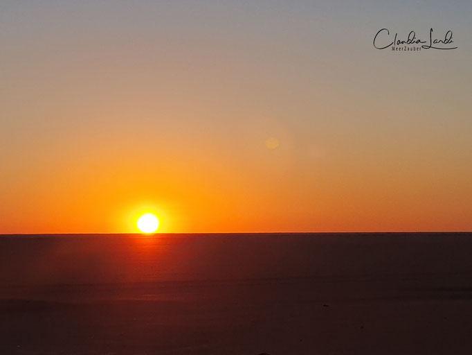 Sonnenaufgang in der Wüste auf dem Weg nach Abu Simbel