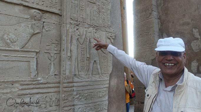 Mein Guide kann Hieroglyphen lesen