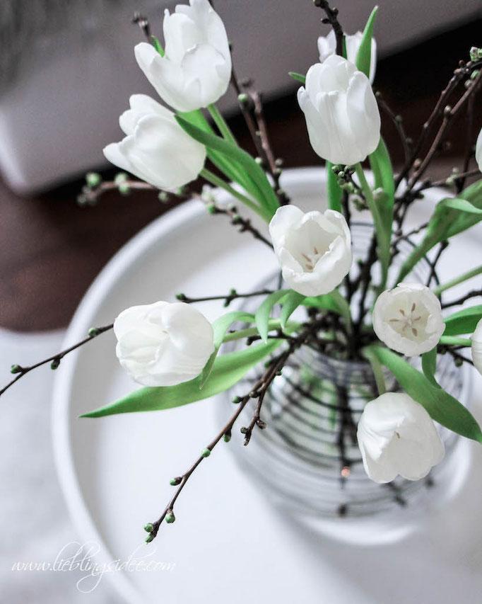 Frühlingsdekoration Wohnzimmer Tulpen