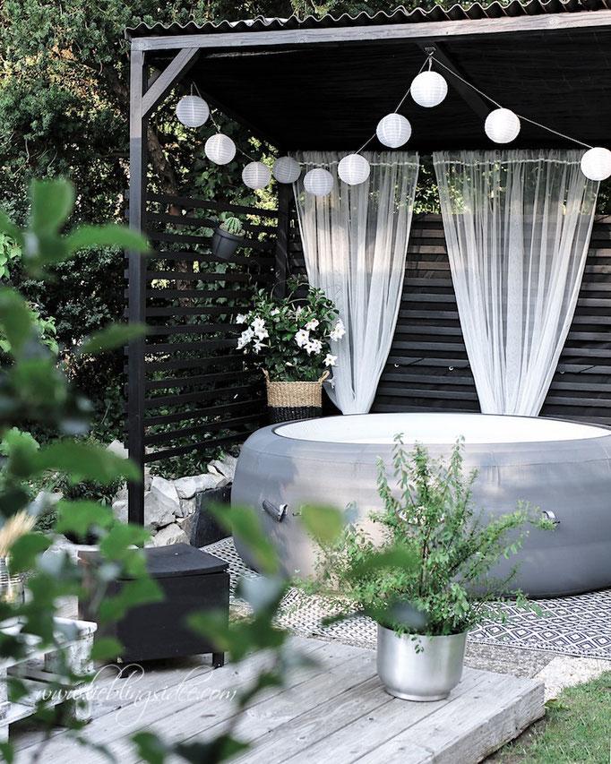 Poolhaus für den Whirlpool im Garten