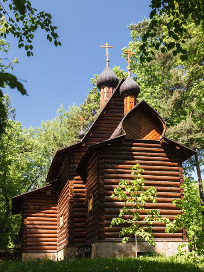 Современная церковь на территории усадьбы.