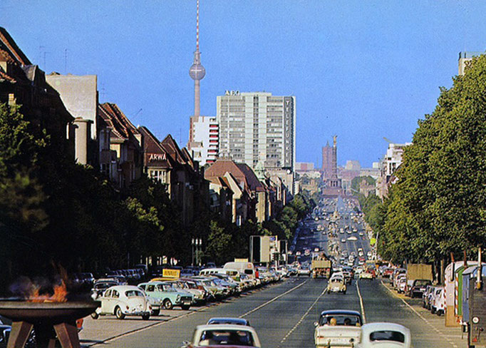 Blick vom Theodor-Heuss-Platz auf den Kaiserdamm in den 1950er Jahren