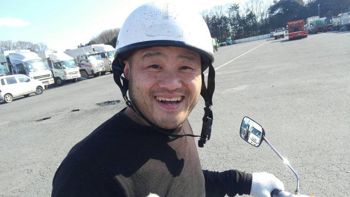 ヘルメット男性