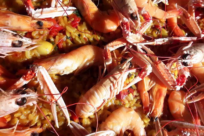 Triomphe des couleurs et des saveurs de la paella marinera (paella marinière), façon Tapas Locas !