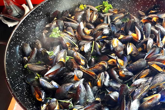 la Poêle à paella idéale pour la cuisson des moules, façon Tapas Locas !