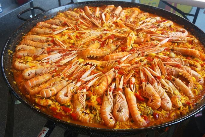 la Paella marinera (paella marinière) façon Tapas Locas en train de cuire doucement…