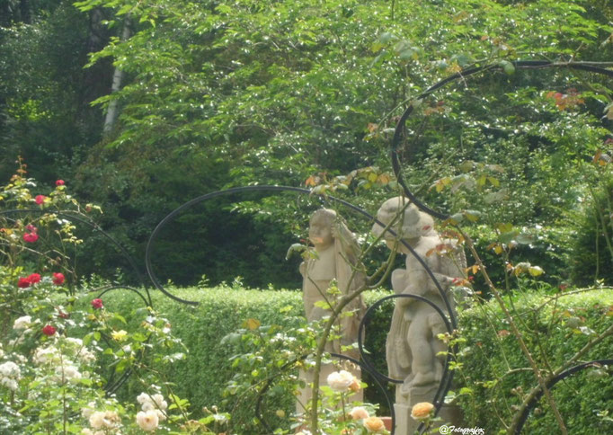 Figuten im Rosengarten/Stadtpark