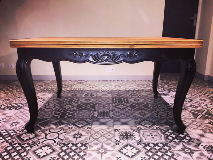 Table ARMANDINE