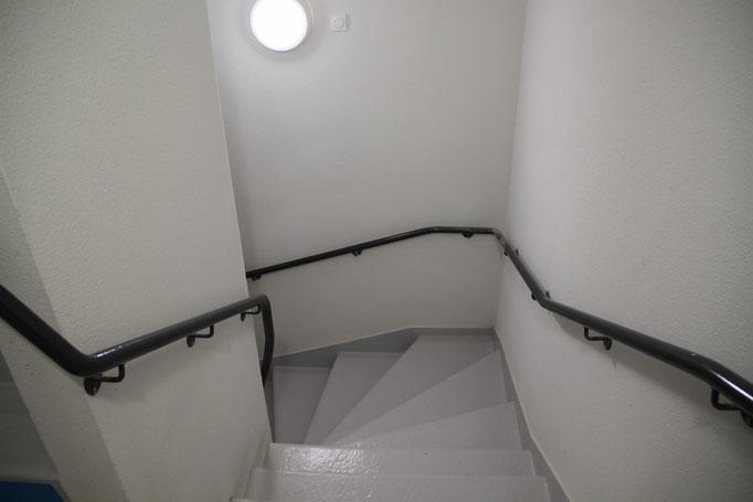 Rampe acier thermolaqué en continu pour escalier
