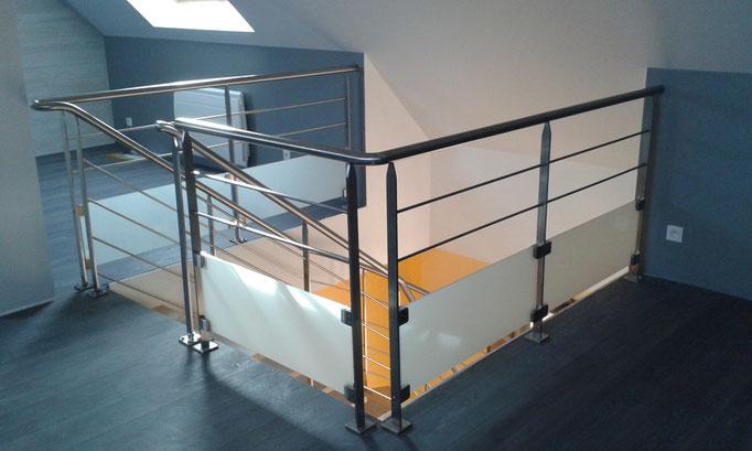 Garde-corps palier d'escalier inox verre