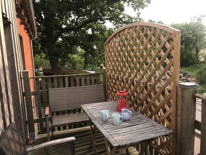 Sitzecke auf dem Balkon der Wohnung
