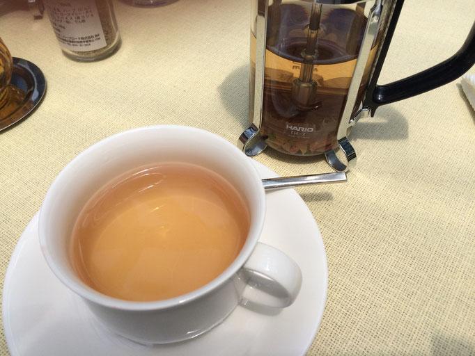 私は「はつらつ」ブレンドを。蜂蜜を入れてバランスがより良くなる、とても美味しいお茶でした。