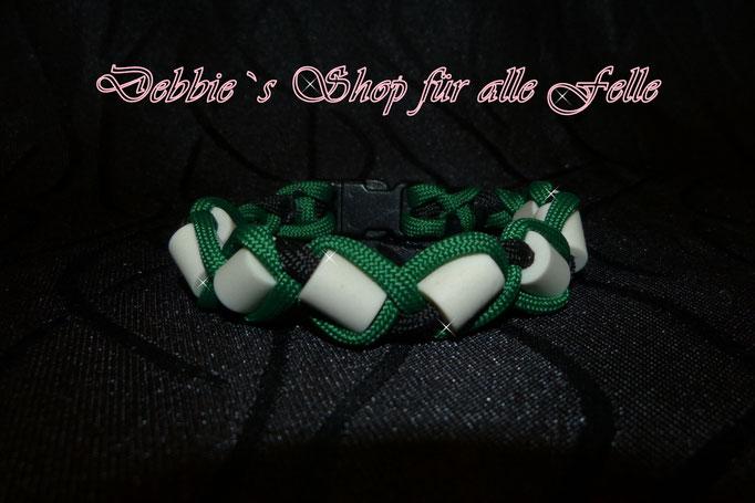EMK Armband mit Kunststoffverschluss * Größe: 22 cm * Farben: kelly green / black = 14,- Euro