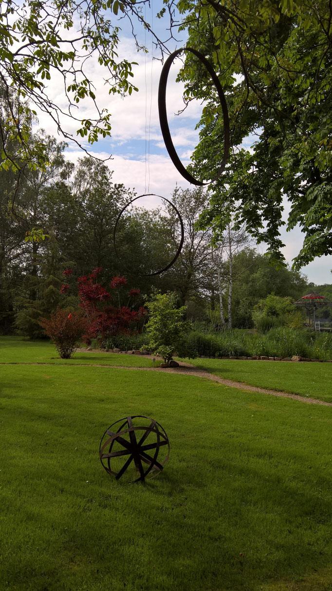 Inspieriert von Odyles Garten hängen nun auch bei mir Ringe in den Bäumen